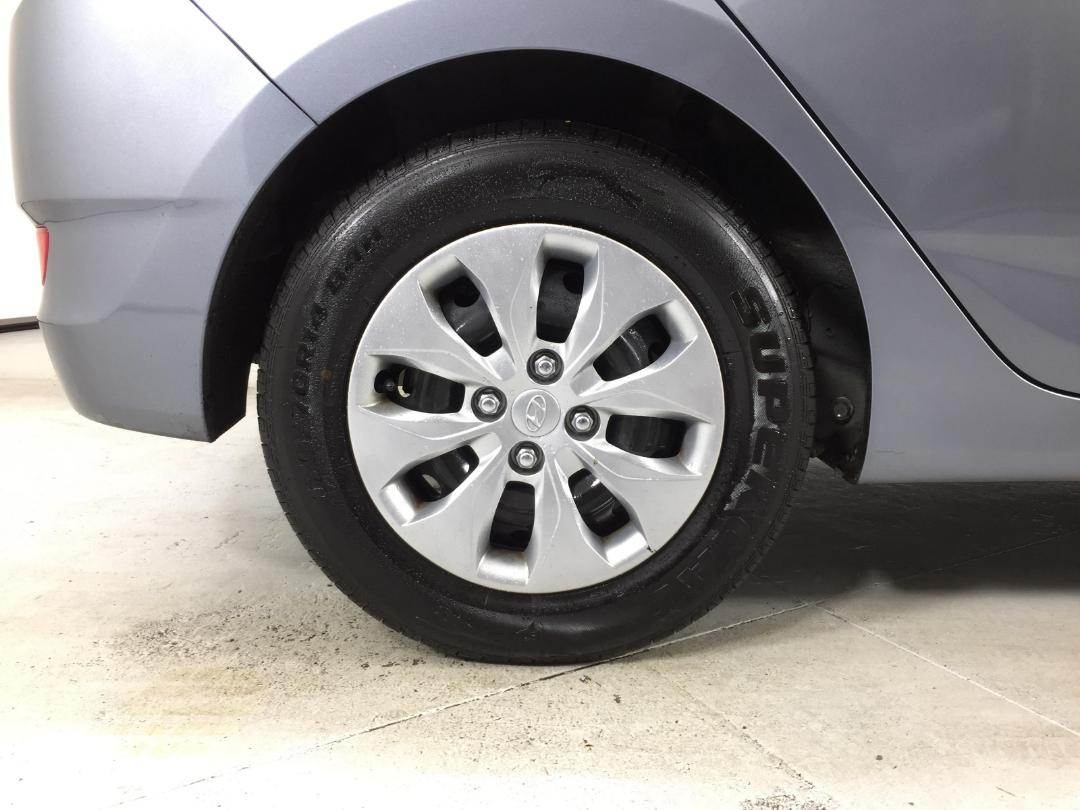 Photo '12' of Hyundai Accent
