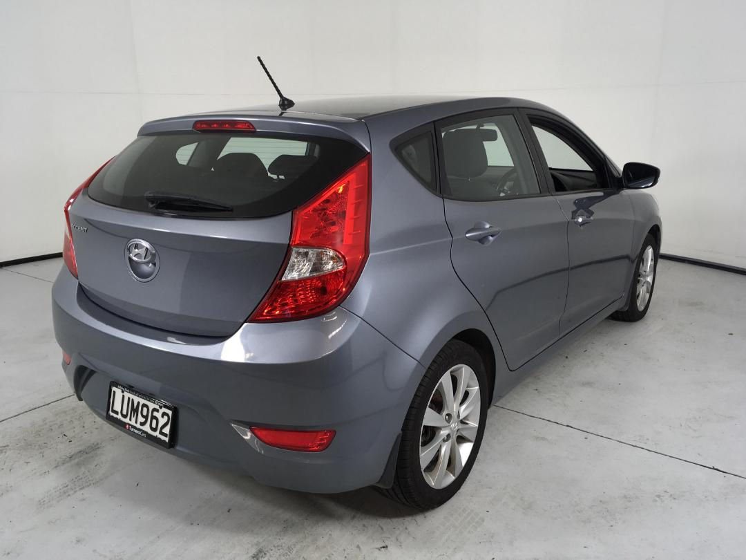 Photo '8' of Hyundai Accent