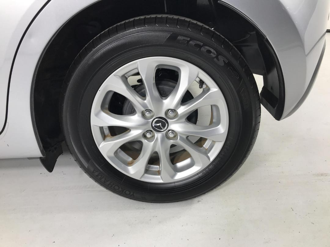 Photo '11' of Mazda Demio