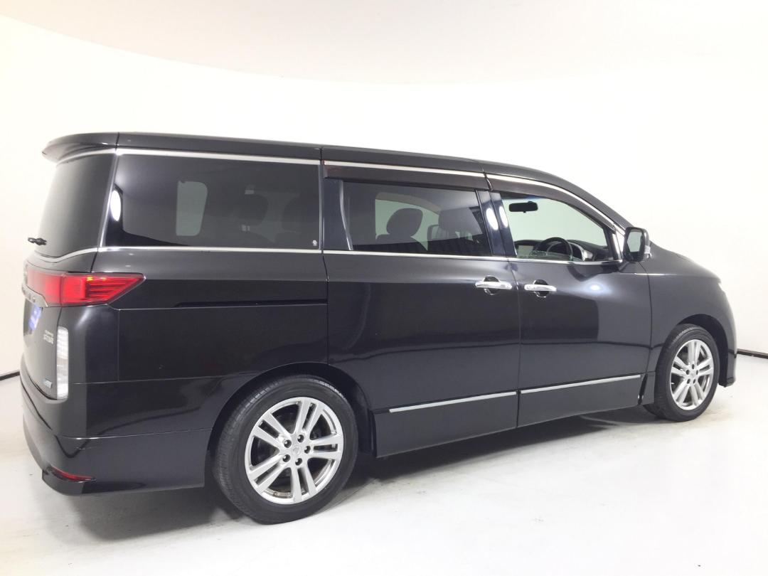 Photo '8' of Nissan Elgrand 2WD