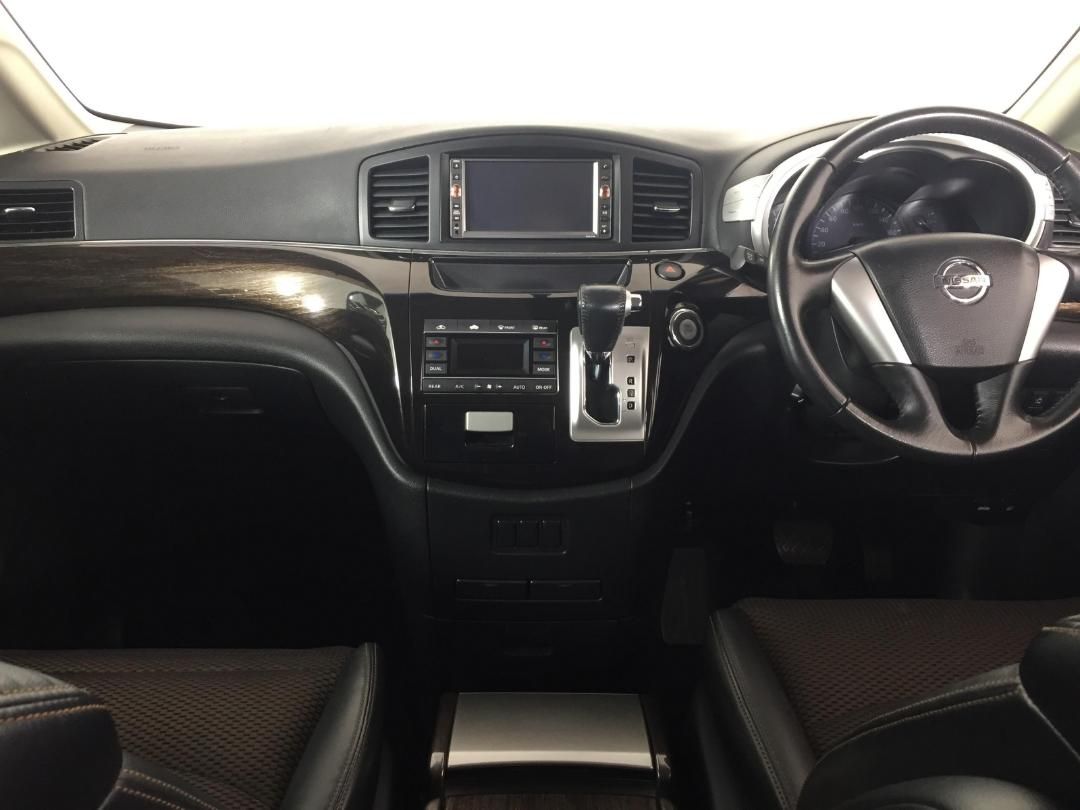 Photo '17' of Nissan Elgrand 2WD