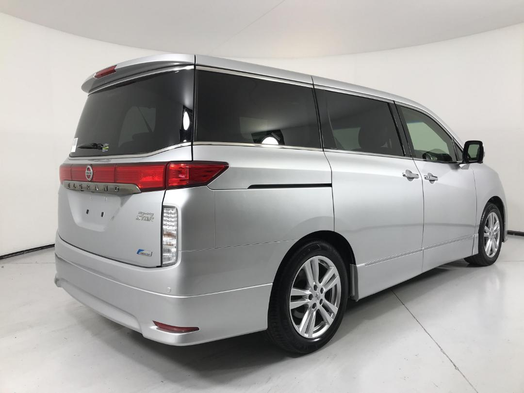 Photo '8' of Nissan Elgrand 4WD