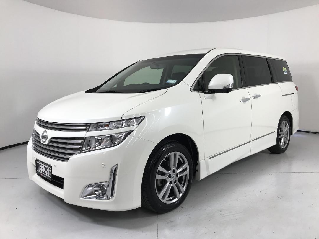 Photo '4' of Nissan Elgrand 2WD