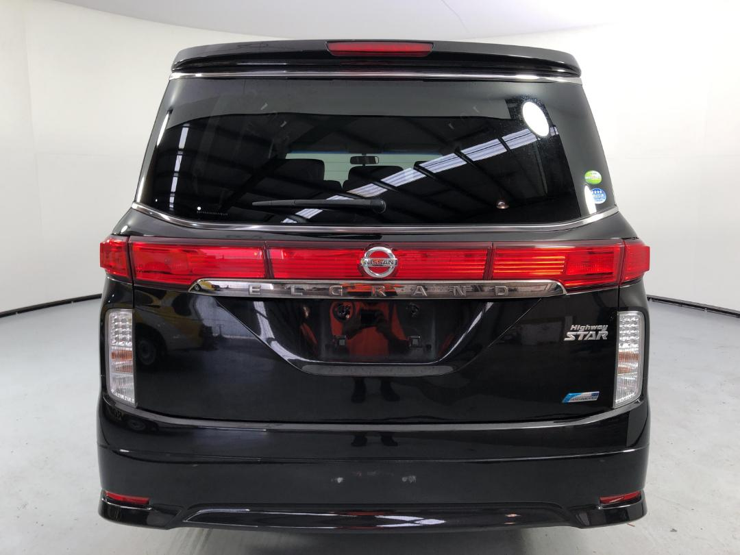 Photo '7' of Nissan Elgrand 2WD