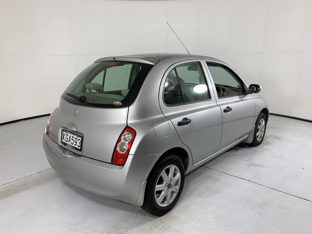 Photo '8' of Nissan March