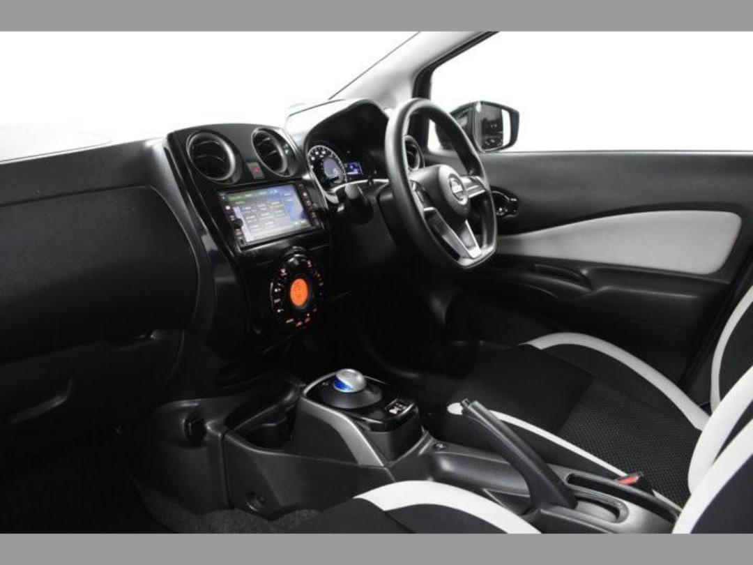 Photo '10' of Nissan Note X Hybrid