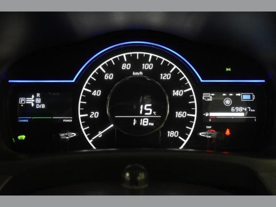 Photo '13' of Nissan Note X Hybrid