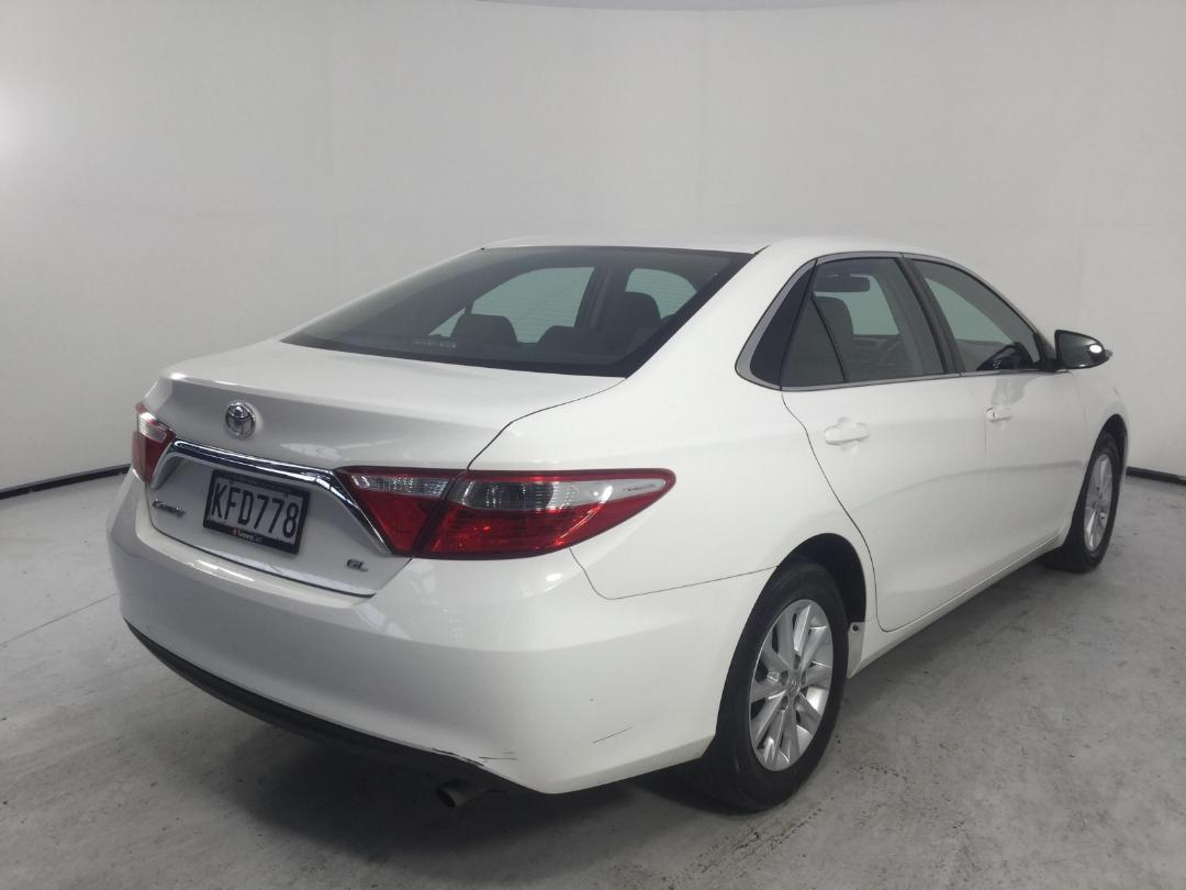 Photo '8' of Toyota Camry GL