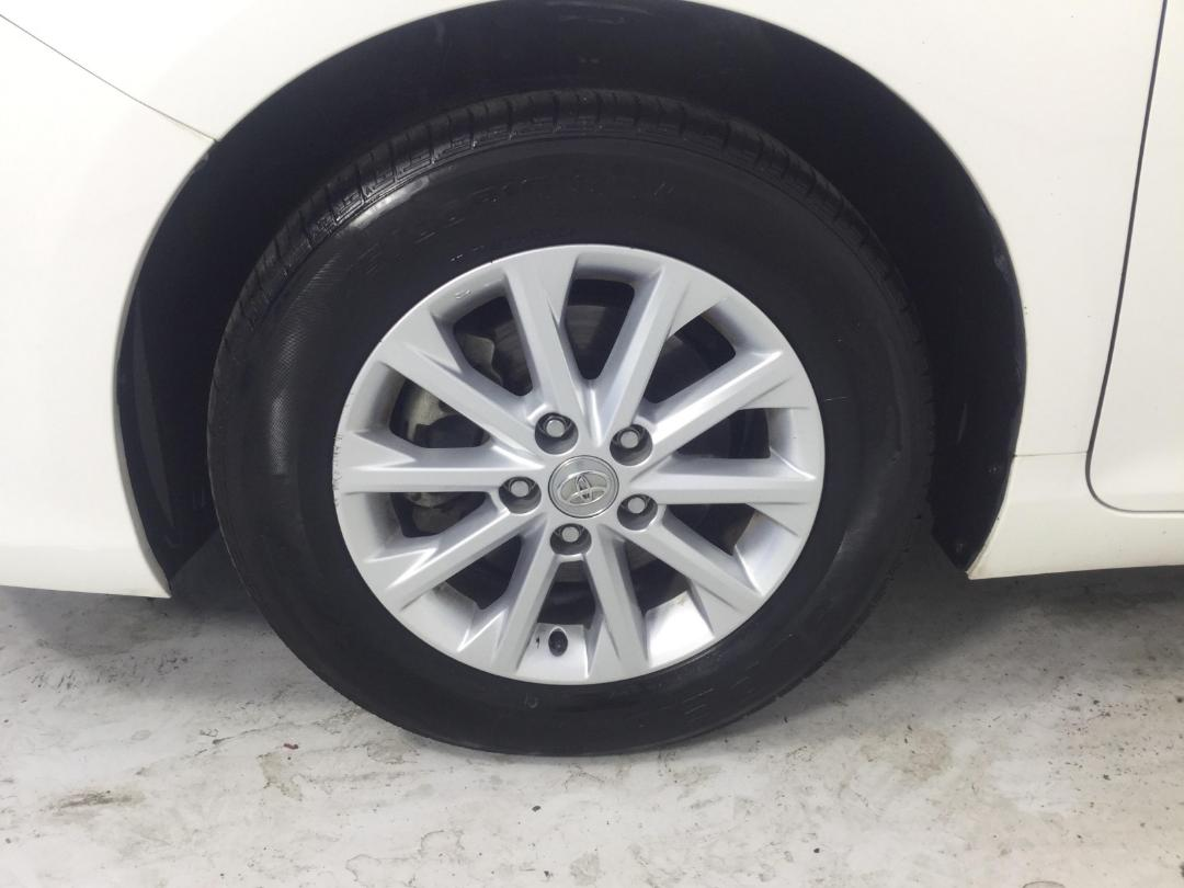 Photo '10' of Toyota Camry GL