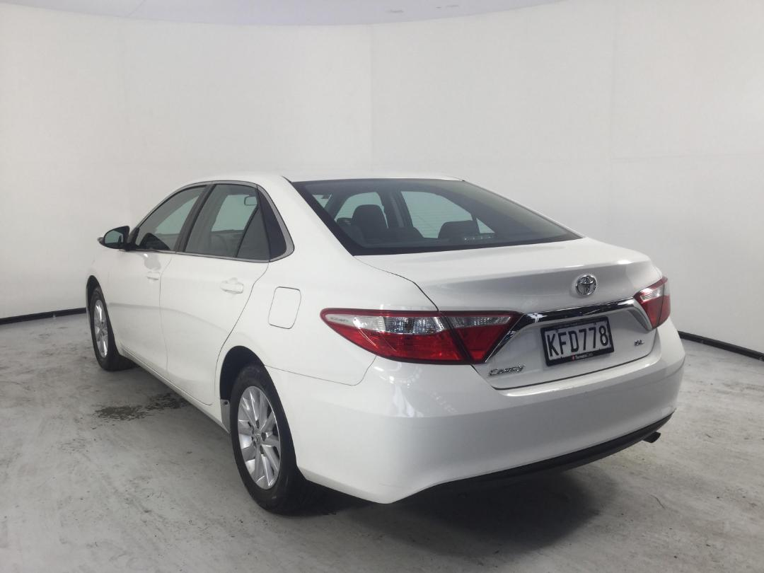 Photo '5' of Toyota Camry GL
