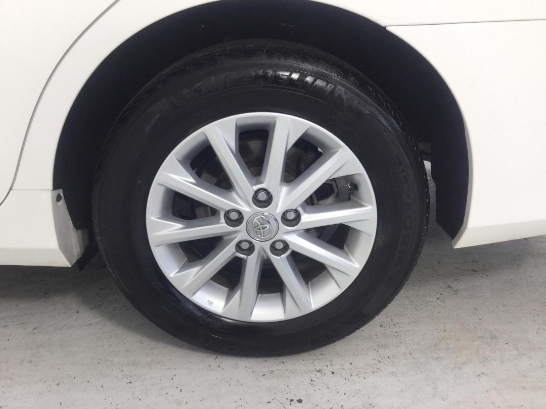 Photo '11' of Toyota Camry GL