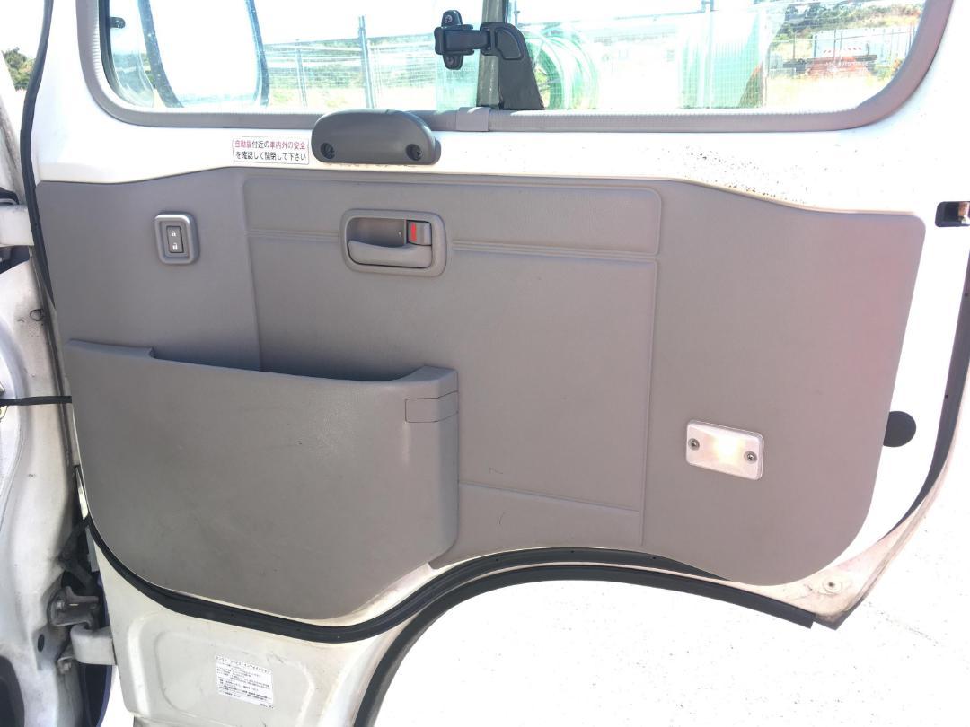 Photo '17' of Toyota Coaster Bus
