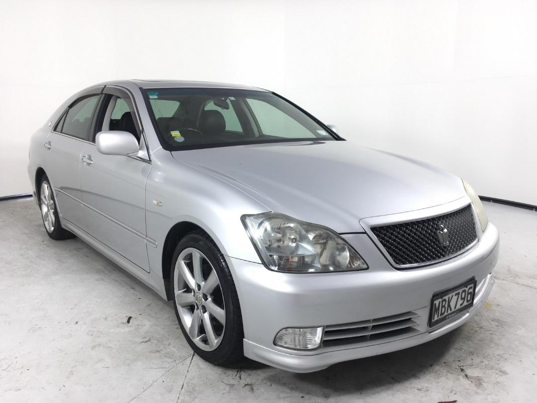 Kekurangan Toyota Crown 2005 Review